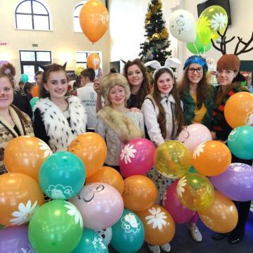 Новогодний карнавал для детей сирот
