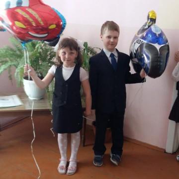 Иван и Валерия с воздушными шариками от «Планета шаров»