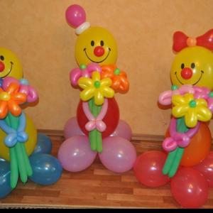 Композиция из воздушных шаров «Клоун с букетом»